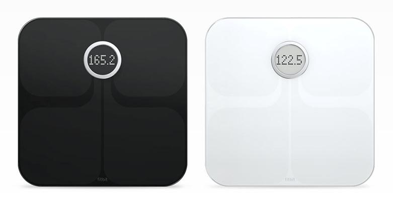 Billedet viser to Fitbit Aria badevægte med WiFi.